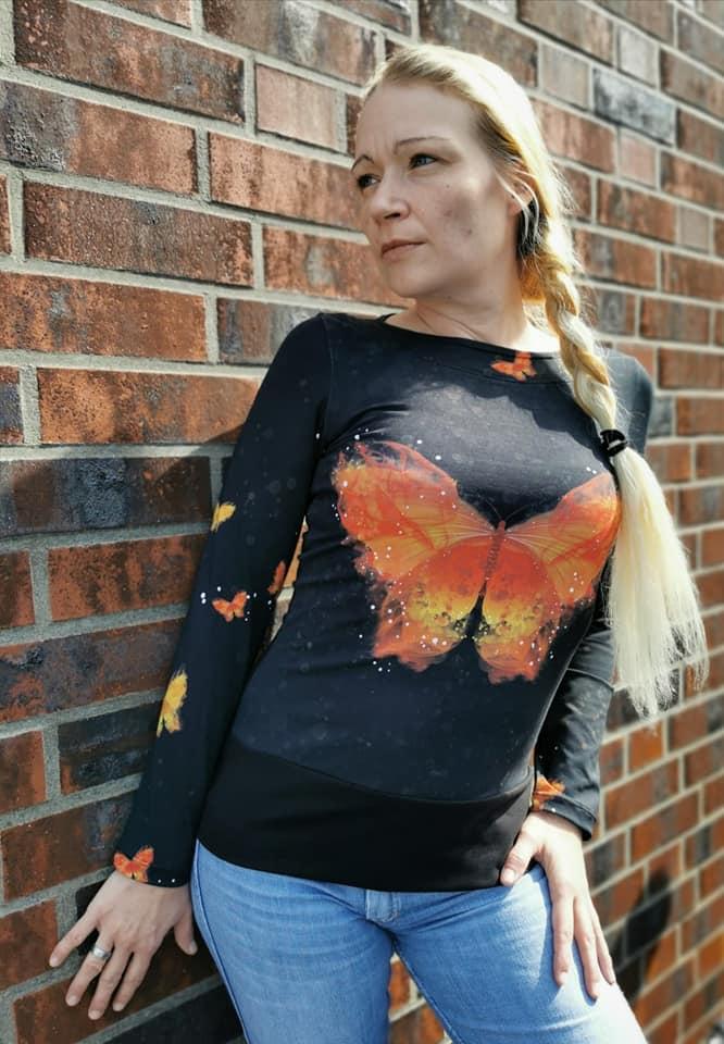 LaMarina Shirt von pedilu   Designbeispiel von Dodu & Zerschmetterling   Shirt mit Schmetterling