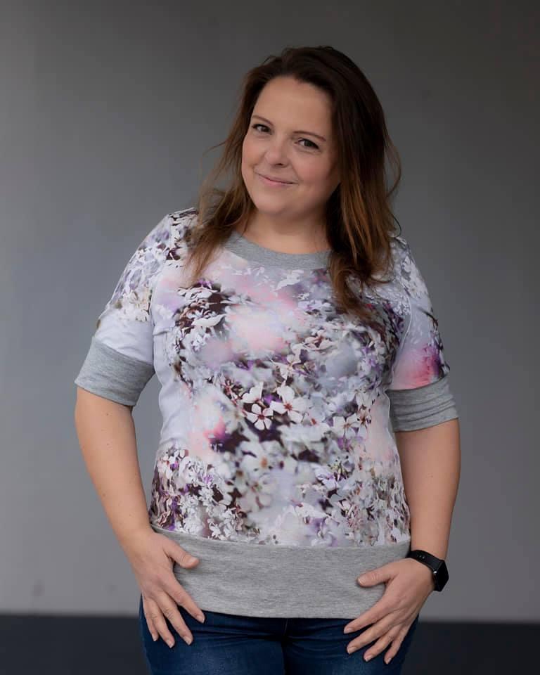 LaMarina Shirt von pedilu   Designbeispiel von Fadenreise   Blumenshirt
