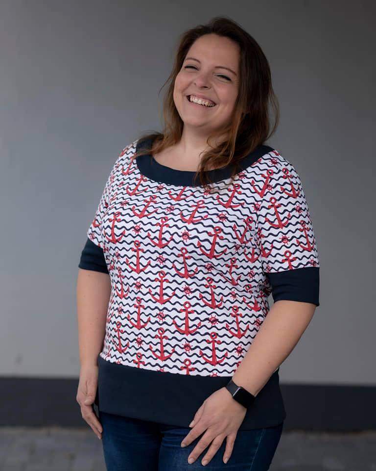LaMarina Shirt von pedilu   Designbeispiel von Fadenreise   Retro-Shirt mit Ankern und Wellen